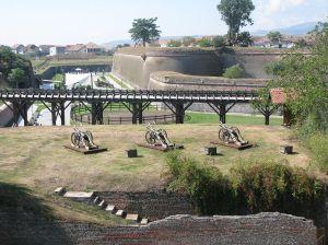1024px-Alba_Carolina_Fortress_2011_-_Cannons-2