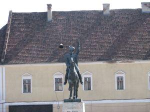 1024px-Alba_Iulia_2011_-_Statue_of_Michael_The_Brave