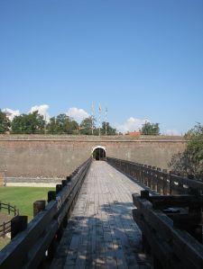 640px-Alba_Carolina_Fortress_2011_-_Bridge-3