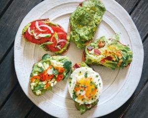 toast-cu-avocado-5-idei-pentru-un-micul-dejun-delicios_size1